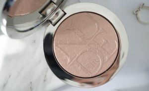 diorskin-nude-air-luminizer-001-shimmer-sculpting-powder-6